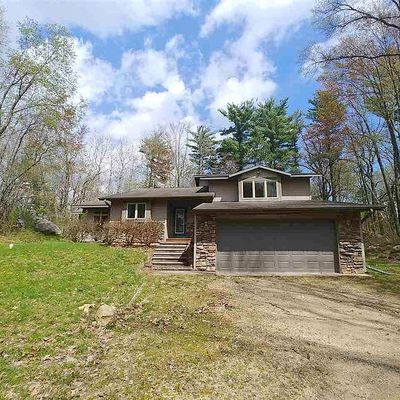 275 Fairway Drive, Iola, WI 54945