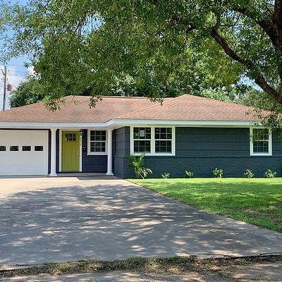 2910 Rose Avenue, Groves, TX 77619