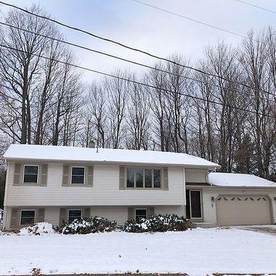 8 Grove Hill Ct, Marquette, MI 49855
