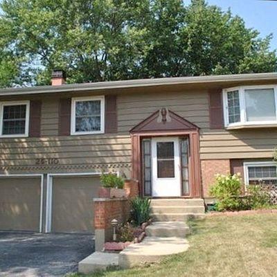 2s110 Colonial Ln, Lombard, IL 60148