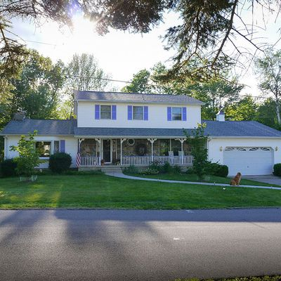 102 Edgebrook Dr, Roaring Brook, PA 18444