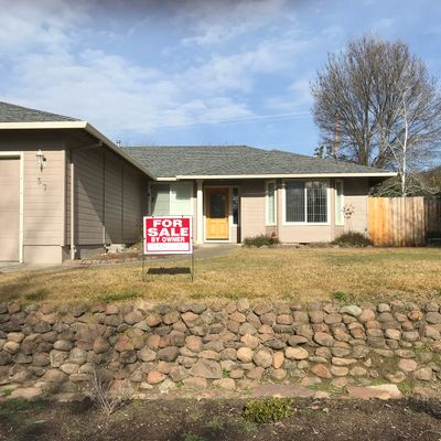 37 Eagle View Dr, Eagle Point, OR 97524