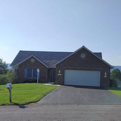 620 Devon Dr, Chambersburg, PA 17201