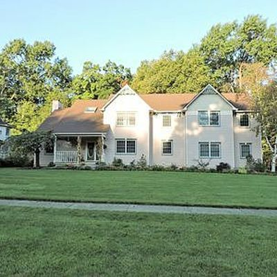 90 Hickory Hollow Dr, Amherst, OH 44001