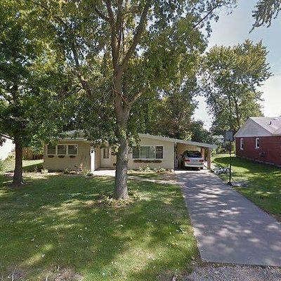 907 S Longview Rd, Monticello, IL 61856