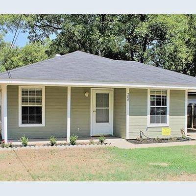 208 N Holloway St, Cleburne, TX 76033