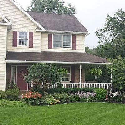 601 Meadowridge Dr, Ellwood City, PA 16117
