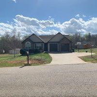 121 Poplar Ridge Dr, Gaffney, SC 29341
