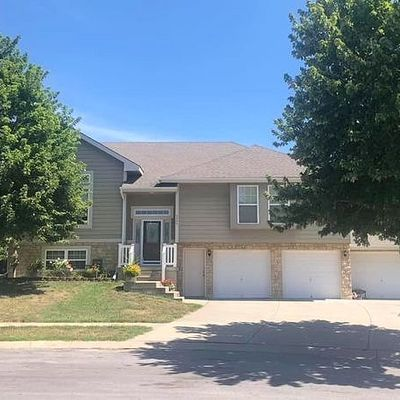 2302 Woodland Cir, Kearney, MO 64060