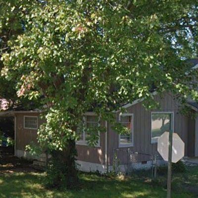 909 Fairland St, Benton, IL 62812