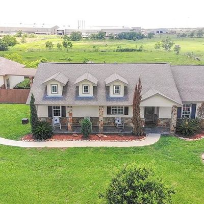 1963 Settlers Court Dr, Sealy, TX 77474