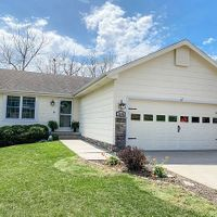 5195 Pine Valley Dr, Pleasant Hill, IA 50327