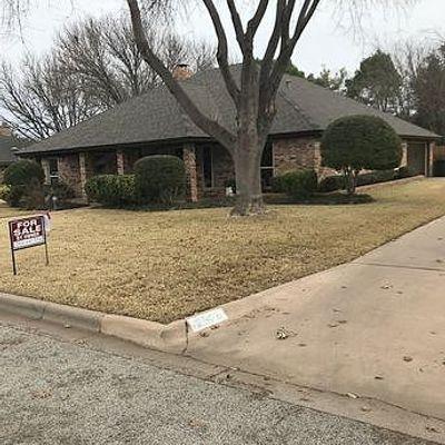 2526 Woodlake Dr, Abilene, TX 79606