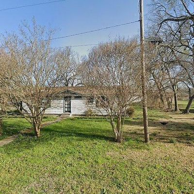 302 E Spruce St, Whitewright, TX 75491