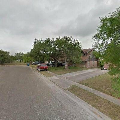 736 W Borden St, Sinton, TX 78387