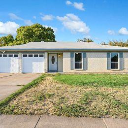 813 E Prairie View Rd